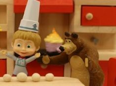 Cooking and Eating With Masha and the Bear