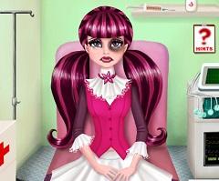 Draculaura First Aid