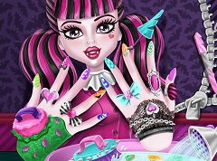 Draculaura Nails Spa