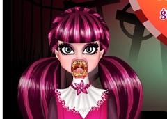 Draculaura Vampire Dentist