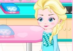 Elsa Baby Lovers Make Cookies