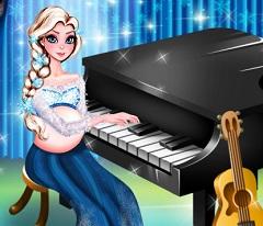 Elsa Pregnant Play Piano