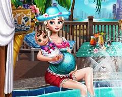 Pregnant Elsa Pool Fun