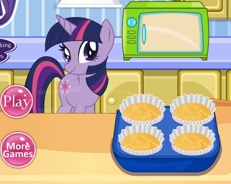 Twilight Sparkle Cooking Cupcakes